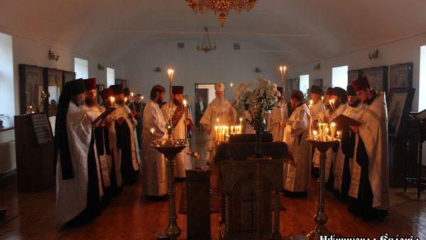 Митрополит Амвросій очолив служіння парастасу