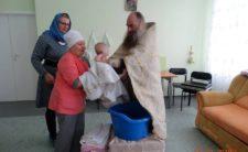 Клірик Ніжинської єпархії звершив Таїнство Хрещення в будинку дитини «Надія»