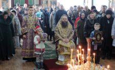Архієпископ Климент звершив Божественну літургію Передосвячених Дарів у смтКоропі