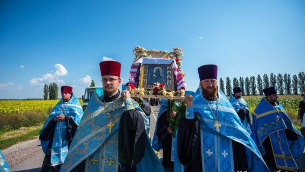 Сотні жителів м. Борзна вийшли зустріти свою чудотворну ікону Богородиці (відео)