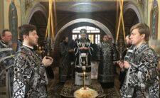 Архієпископ Климент звершив Літургію Передосвячених Дарів у Свято-Троїцькому Густинському жіночому монастирі