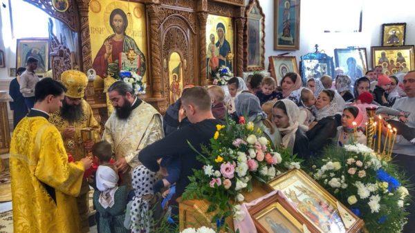 Митрополит Климент звершив Божественну літургію в Аннинському жіночому монастирі на Буковині