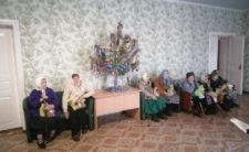 Клірик Бахмацького благочиння відвідав будинок для літніх людей
