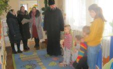 Священник разом з парафіянами відвідали спеціалізовану школу-інтернат у с. Черешеньки Коропського району