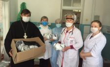 У Варвинському благочинні передали захисні маски сільським лікарям