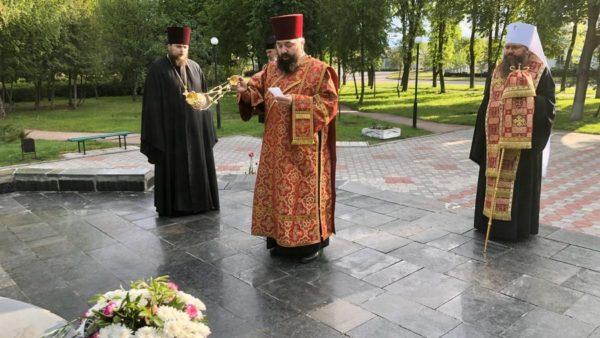 Високопреосвященніший Митрополит Климент у День Перемоги підніс заупокійні молитви