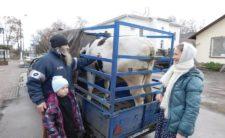 Сестри Рихлівського монастиря подарували корову багатодітній родині