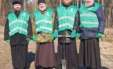 """Представники Ніжинської єпархії взяли участь у всеукраїнській акції """"1 000 000 дерев за 24 години"""""""