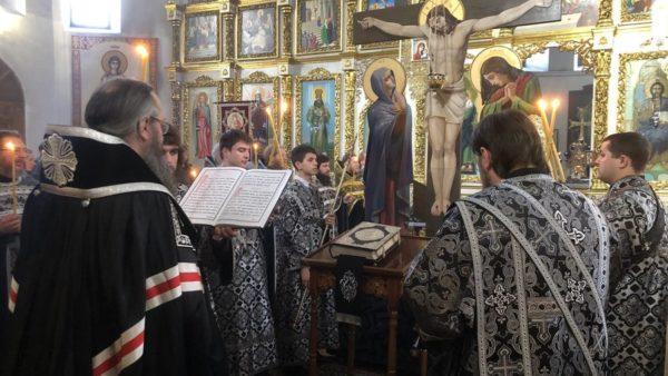 Високопреосвященніший Митрополит Климент звершив чинопослідування з акафістом Божественним Страстям Христовим