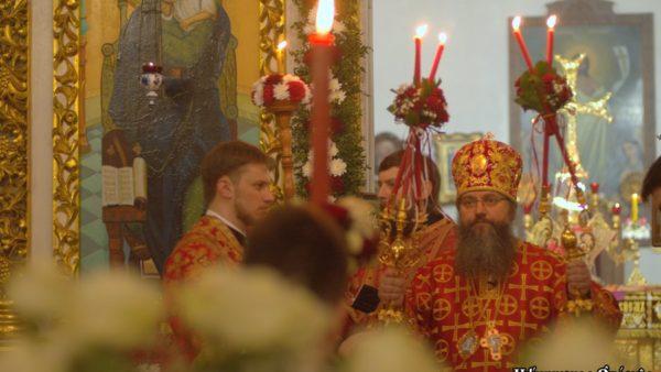 У Пасхальну ніч Високопреосвященніший Митрополит Климент очолив урочисте богослужіння в Миколаївському кафедральному соборі м. Ніжина
