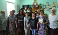 Ігуменя Віра передала представникам УТОС молитвослови та Біблії надруковані шрифтом Брайля