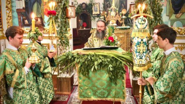 У день П'ятидесятниці Високопреосвященніший Митрополит Климент очолив святкове богослужіння в Миколаївському кафедральному соборі м. Ніжина