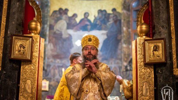 Митрополит Климент очолив нічну Божественну літургію у Києво-Печерській Лаврі