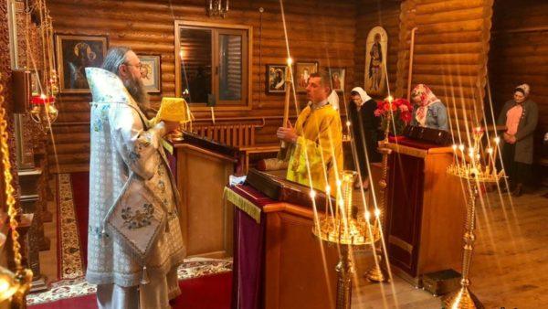 Митрополит Климент звершив нічну Божественну літургію в Миколаївському Пустинно-Рихлівському жіночому монастирі