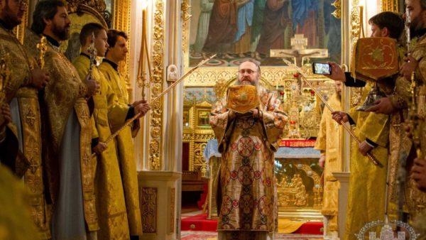 Високопреосвященніший Митрополит Климент очолив Божественну літургію в Успенському кафедральному соборі м Одеси